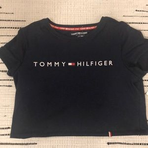 Cropped navy blue Tommy Hilfiger tee shirt